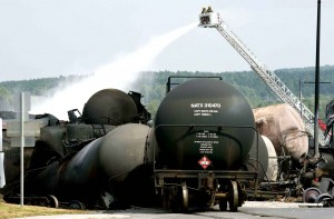 fire-fighters-keep-watering-railway-8369-diaporama-300x197
